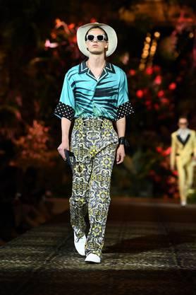 Es geht auch prunkvoll, wie die Luxusmarke beweist. (Dolce & Gabbana ab Fr. 500.–)