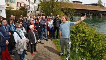 Alex Capus wird am 6. Mai gleich zweimal zum erzählenden Rundgang durch Olten laden (hier eine Aufnahme von der letztjährigen Eröffnung des Schriftstellerwegs).