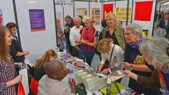 Bereits an der Ausgabe 2015 war an der Buchmesse in Saint-Louis ein dichtes Gedränge.zvg/Julien Hoffschir