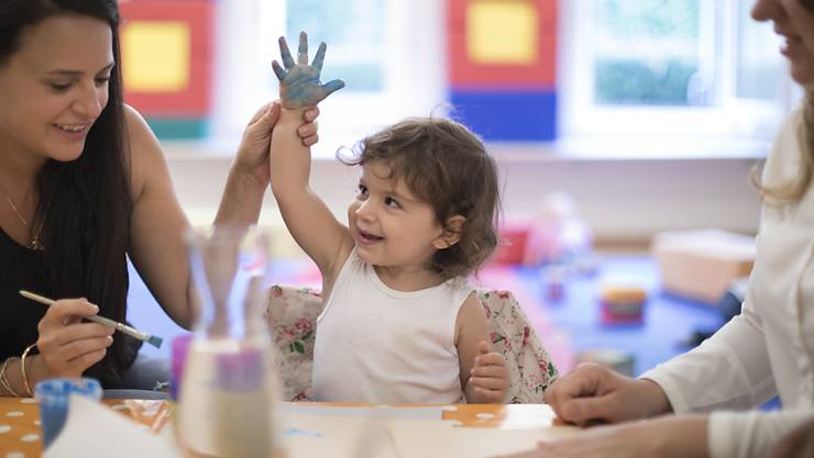 Malen und Singen schon vor dem Kindergarten: Die Schweizer Städteinitiativen fordern, dass alle Kleinkinder in der Schweiz gleich gefördert werden können - egal in welchem Ort sie leben.