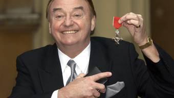 Für seine Verdienste um die Wohltätigkeit wurde der britische Sänger Gerry Marsden 2003 vom englischen Königshaus zum Member of the British Empire ernannt. (Archivbild)