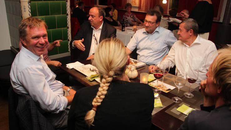 Markus Dieth im Gespräch mit Grossrat Andreas Meier (links), CVP-Ortsparteipräsident Thomas Miller und dem früheren Grossratspräsidenten Theo Voegtli (rechts).