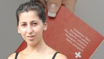 Bildmontage: Funda Yilmaz und Schweizer Pass