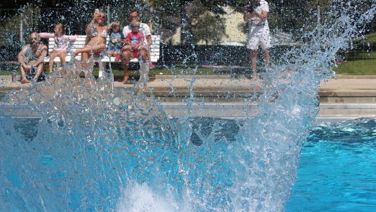 Die Trendsportart Splash-Diving macht ihrem Namen alle Ehre.