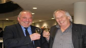 Stossen auf den neuen Vorsitz an (v. l.): Präsident Daniel Moser und Vizepräsident Jakob (Schebi) Baumann.