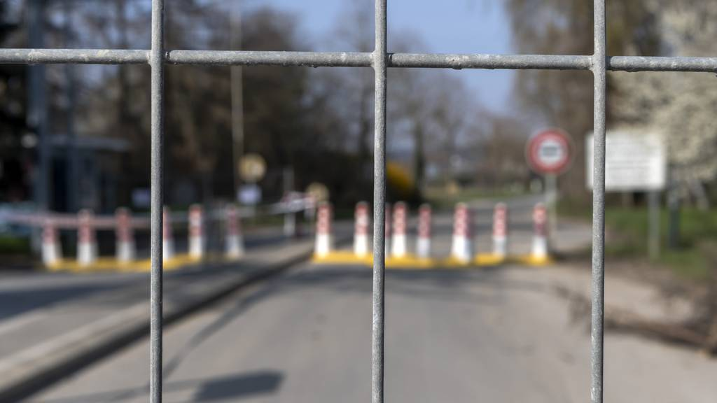 Der gesperrte Grenzübergang zu Frankreich in Allschwil.