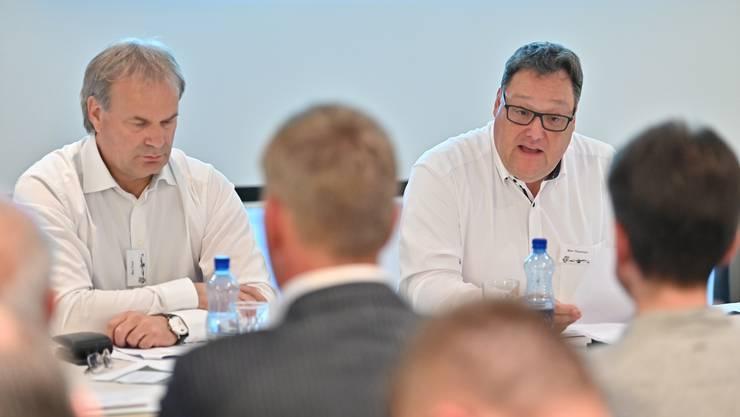 EHCO-Präsident Marc Thommen (r.) an der letztjährigen Generalversammlung des EHC Olten