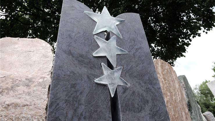 Die Sterne bleiben, aber nicht aus Glas, sondern aus Alabaster.