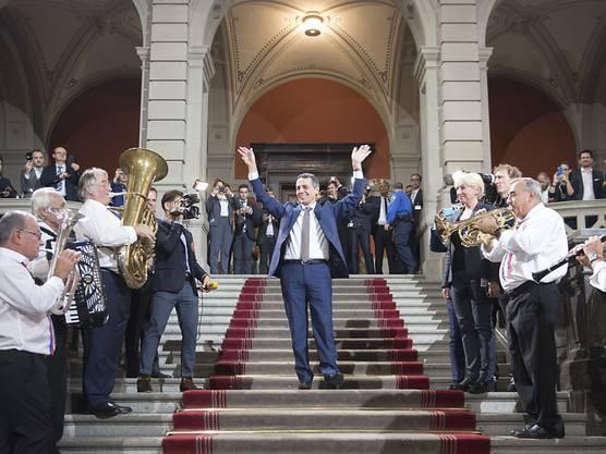Der frisch gewählte Bundesrat Ignazio Cassis freut sich sehr über seine Wahl.