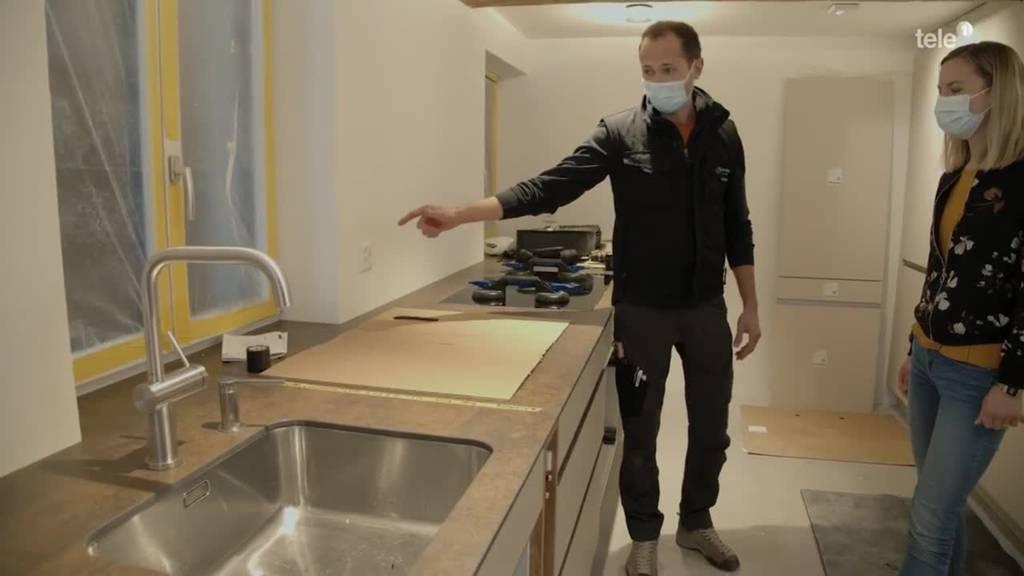 Umbauprofis: Jetzt wird die neue Küche eingebaut