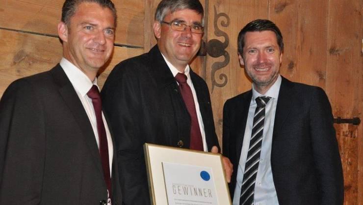 Roland Michel (Präsident Weinbaugenossenschaft), Meinrad Steimer (Kellermeister) und Peter Grünenfelder (Staatsschreiber Kt. AG)
