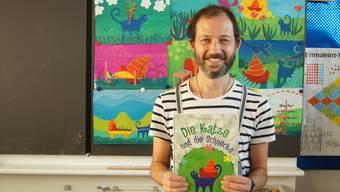 Gianluca Venditti mit seinem BuchMEB