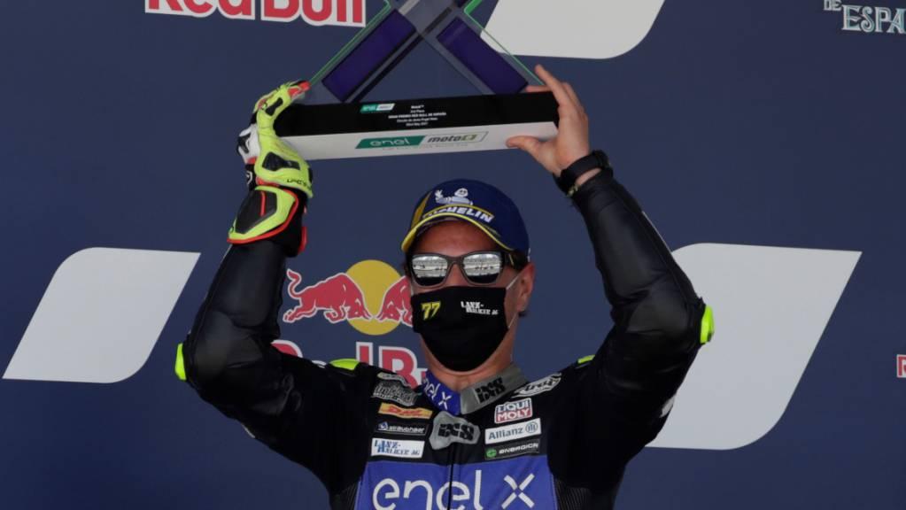 Zufrieden mit dem 2. Platz: Dominique Aegerter darf noch immer auf den Gesamtsieg in der MotoE hoffen.