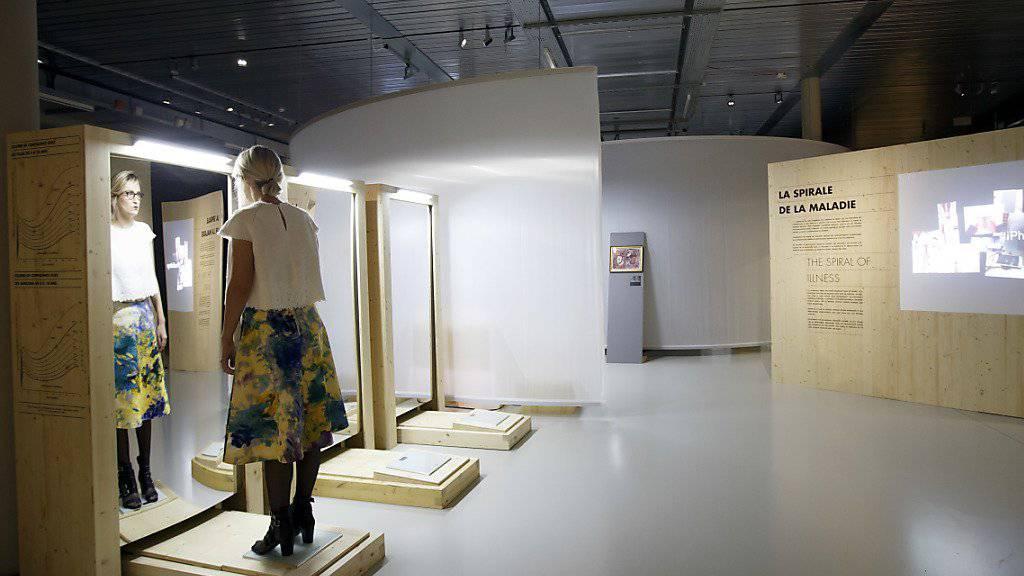 """Die Ausstellung """"Ados à corps perdu"""" im internationalen Rotkreuz- und Rothalbmondmuseum in Genf hinterfragt das weibliche Schönheitsideal."""