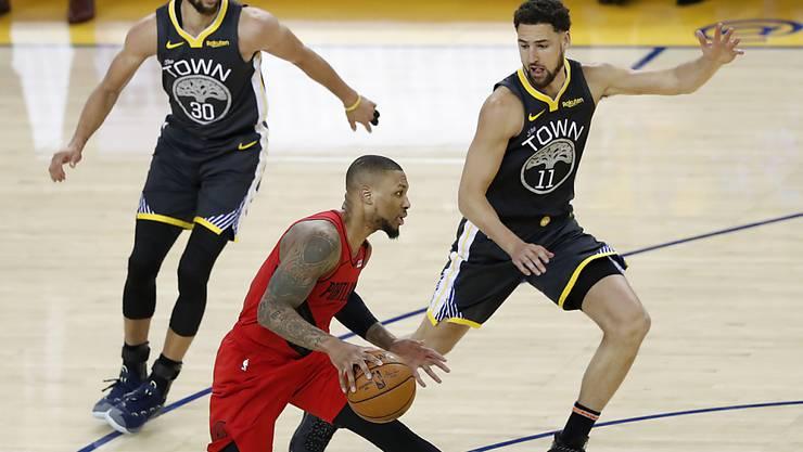 Stephen Curry (ganz links) behält mit den Golden State Warriors im Conference-Final gegen die Portland Trail Blazers den Überblick