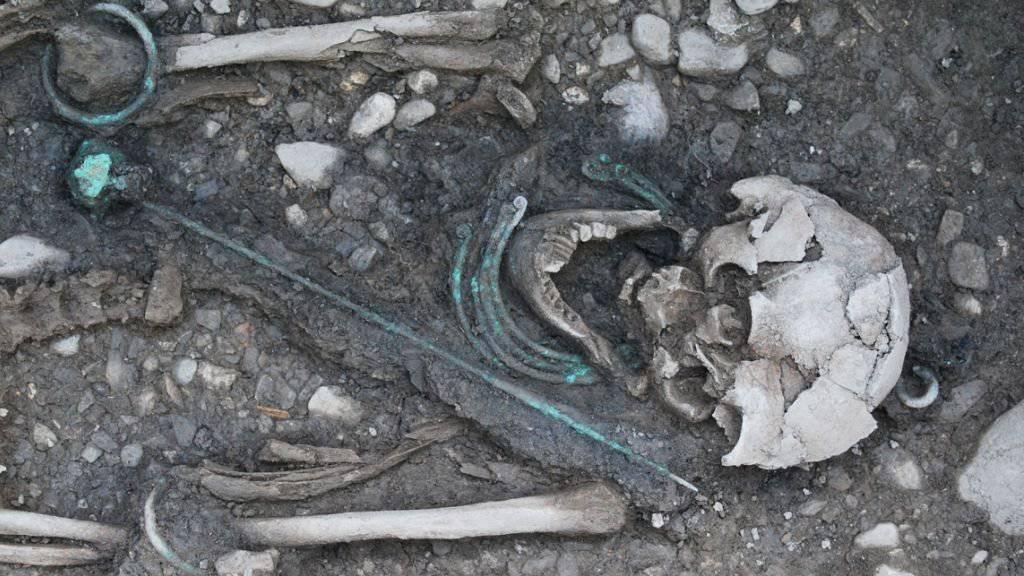 Die wertvollen Grabbeigaben wie der Bronzeschmuck zeugen vom hohen sozialen Status der keltischen Frau.