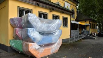 Die unberührten enzo-Möbel warten vor der Schützi auf ihre Taufe. Bruno Kissling