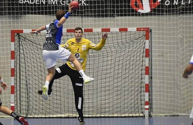 Torhüter Vit Schams (hinten) hat seinen Vertrag beim TV Endingen unlängst bis Ende der Saison 2020/21 verlängert.