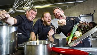 Roman Schaerer, Patrik Meyer und Patrik Mösch (v.l.) sind die Gründer der Cateringfirma «Crispy Chili Productions». Chris Iseli