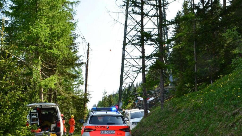 39-Jähriger stürzt bei Aufbauarbeiten von Strommast ab