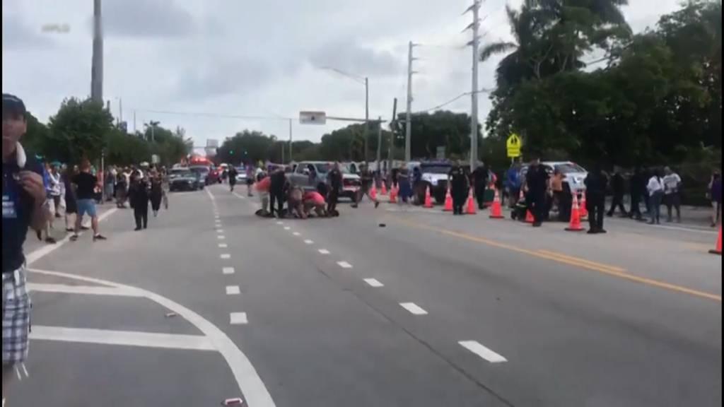 Pick-up fährt an Pride-Parade in Zuschauer - ein Toter