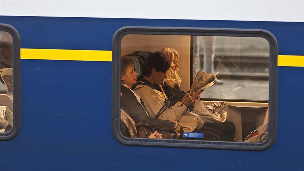 In den Abteilen der Zürcher S-Bahn wird es künftig keine Abfalleimer mehr geben.