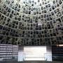 Die Holocaust-Gedenkstätte Yad Vashem in Jerusalem wird in der Regel um die Osterzeit von vielen Personen besucht. Wegen des Coronavirus hat die israelische Regierung Zugangsbeschränkungen erlassen.