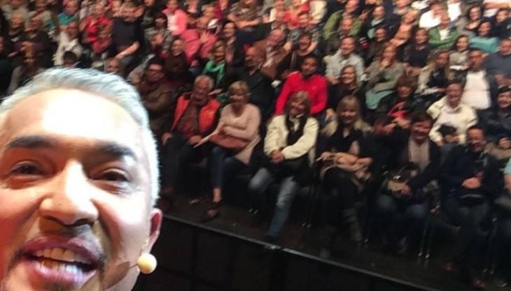 Das Selfie von Cesar Millan im Hallenstadion Zürich