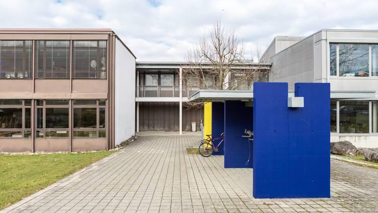 Künftig wäre der Gemeinderat verantwortlich für die Birmensdorfer Schulen, im Bild das Sek-Schulhaus Brüelmatt, falls die Initiative angenommen wird.