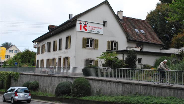 Derzeit gehen die Schüler der International School Rheinfelden im ehemaligen «Drei Könige» zur Schule. nbo