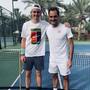 Jérôme Kym posiert mit Roger Federer.