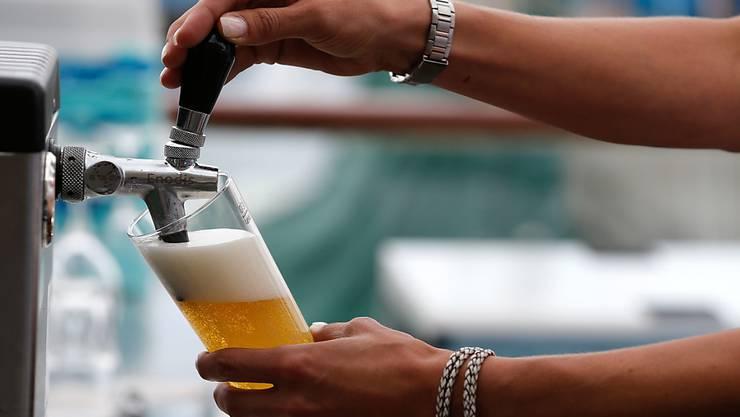 Bier aus dem Hause Heineken war letztes Jahr beliebt. (Symbolbild)