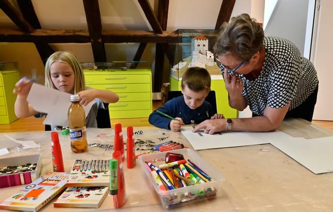 Kinder, die im Museum zeichnen, stören heute nicht mehr. Einige Museen  fördern sie sogar mit Spezialevents.