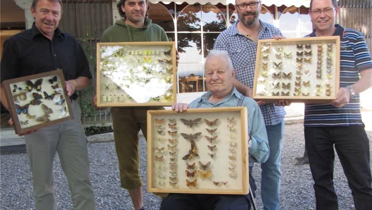 Übergabe (v.l.) Kurt Zimmerli (Stiftungsratspräsident), Patrick Jakob (Schlosswart), Otto Hug, Markus Peier, Markus Mooser (Natur- und Vogelschutzverein). zvg