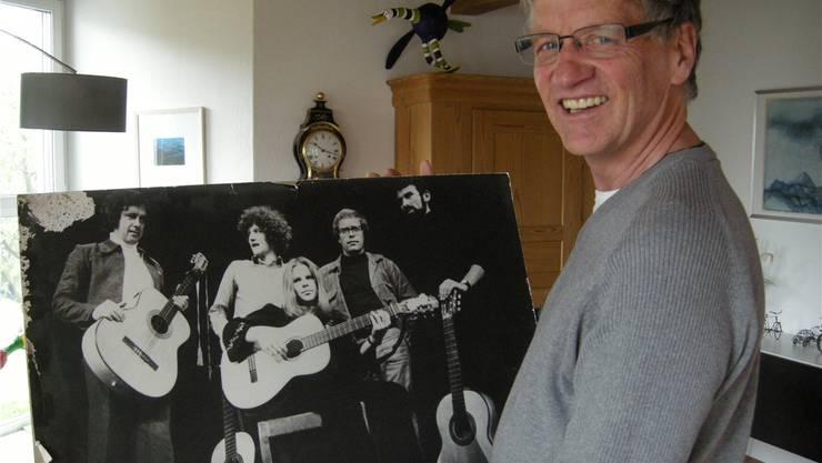 Der Krauskopf in der Mitte der Fotografie. Das war Ruedi Stuber in den 70er-Jahren bei den Berner Troubadours.