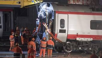 Der am Mittwoch verunfallte Eurocity-Neigezuges beim Bahnhof Luzern stellt die SBB und die Pendler auf eine harte Probe.