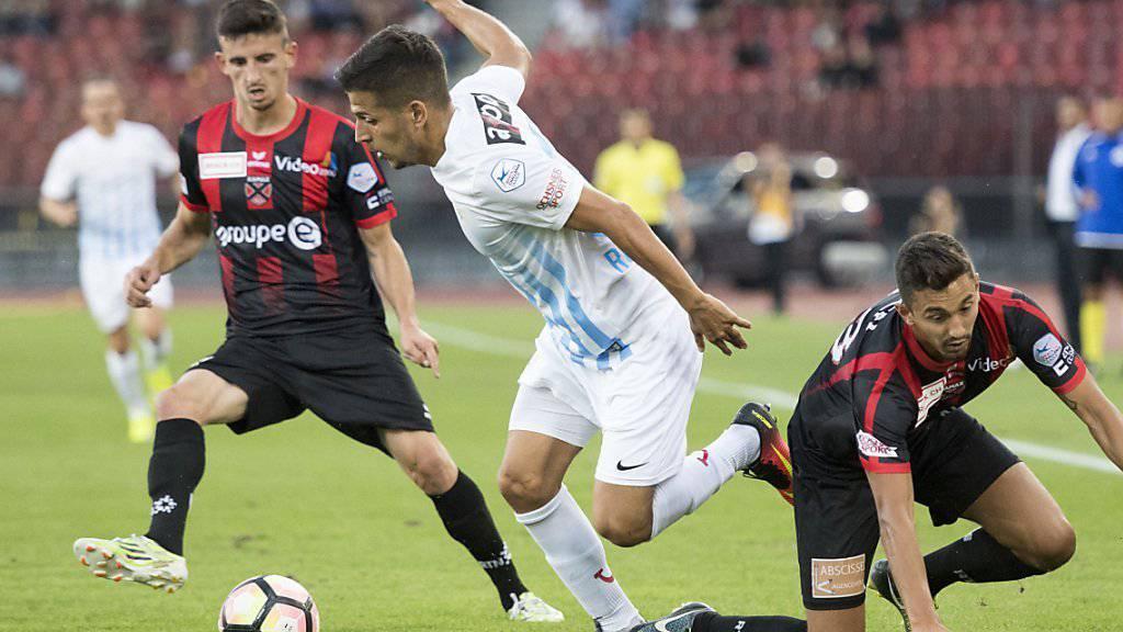 Matchwinner Roberto Rodriguez stellt die Neuenburger Hintermannschaft vor Probleme