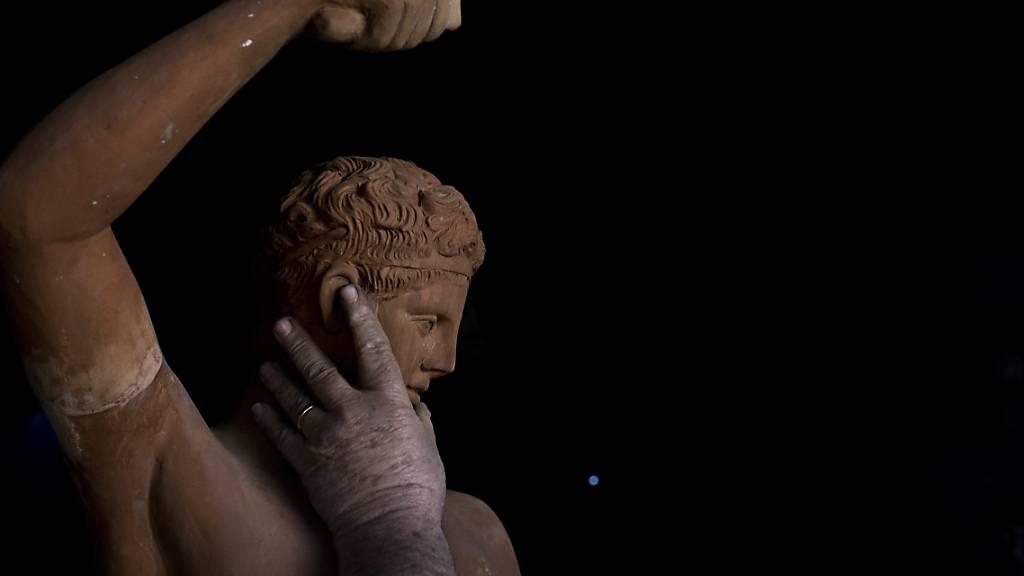 Kopf von Hermes-Statue bei Bauarbeiten in Athen gefunden