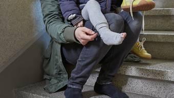 Junge Alleinerziehende ohne Ausbildung landen überdurchschnittlich oft in der Sozialhilfe (Symbolbild).