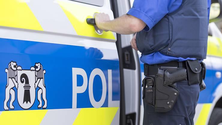 Der Täter konnte Unbekannt flüchten. Die Kantonspolizei Basel-Stadt ist auf der Suche nach dem Unbekannten.