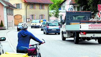Bald Grossbaustelle: Die Werkleitungen werden auf diesem Strassenstück in Klus-Balsthal zwischen der Metzgerei Bürgi und dem Tearoom Flückiger neu eingelegt.