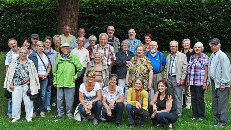 Die gutgelaunte Gruppe im Schaugarten vom Landhaus Ettenbühl.