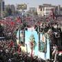 Zehntausende Menschen haben sich in Kerman einem Trauerzug für den iranischen General Kassem Soleimani angeschlossen. Bei einer Massenpanik anlässlich der Beisetzung kamen Dutzende Menschen ums Leben.