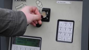 Zahlen in Euro lohnt sich an Fricktaler Parkuhren nicht. mf