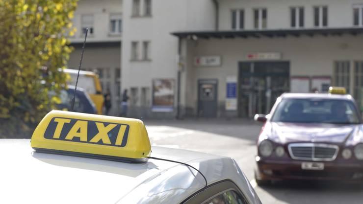 Wenn das eindeutige Angebot eindeutig zu weit geht: Baselbieter Taxifahrer im Visier der Polizei. (Bild: Martin Toengi)