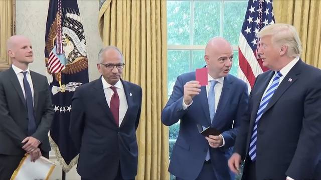 Infantino zeigt Donald Trump die Rote Karte