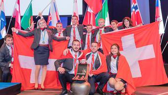Titelträger: Die SwissSkills-Delegation nach dem Sieg an den Berufs-Europameisterschaften in Göteborg. (Bild SwissSkills)