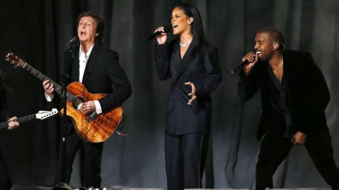 Überall der gleiche Sound: Musiker wie Paul McCartney, Rihanna und Kanye West prägen die internationalen Charts und die Schweizer Radios.  Foto: Reuters/Lucy Nicholson