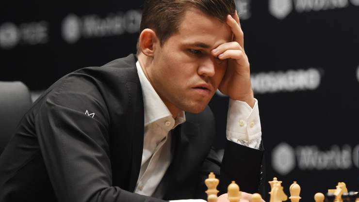 Weltmeister Magnus Carlsen denkt lange über den nächsten Zug nach