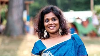 Thusanthy Sinniah hat eigens für den Besuch des Theater Spektakels auf der Landiwiese einen srilankischen Sari angezogen.